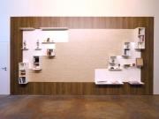 shnel wohnwand wartezimmer ladenbau inneneinrichtung mit regalen dekoriert